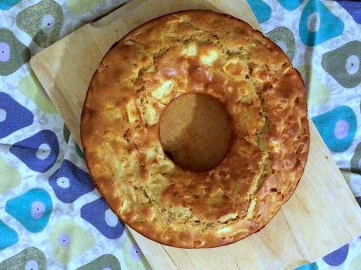 Den her kage er min alleryndlings æblekage. Den er så nem at bikse sammen på no time - og kræver ret få ingredienser. Smart, hvis en k...