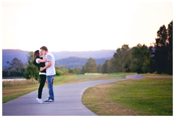 Couples & Engagements | Eliza Davis Photography | www.elizadavis.com.au | kiss Mountains, Sunset