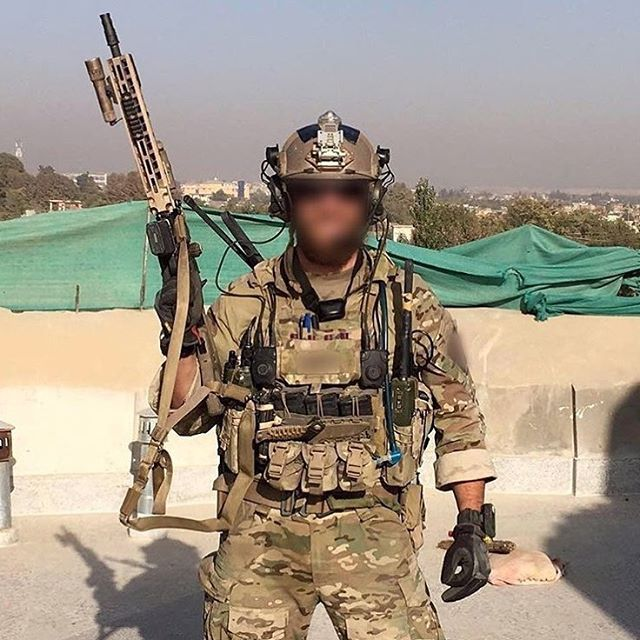 US Army Green Beret operator in Syria Via : @specialforces_archive Follow my squad : @french_tactical @frenchwarfighters @french_operators @unknownatom @italian_soldiers @soldiers_in_the_world ⚠️ #US #UsArmy #Army #UsSpecialForces #UsSOF #GreenBeret #SpecialForces #Syria #CryePrecision