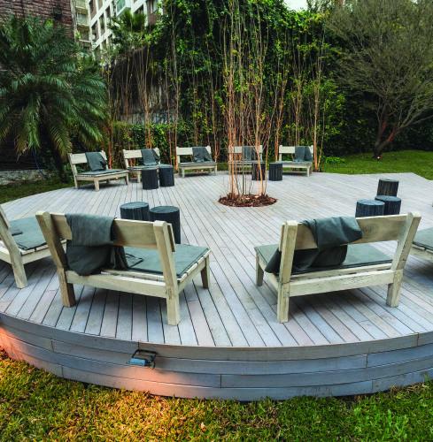 Diseño de espacios exteriores en Casa FOA – Arquitecto Flavio Dominguez