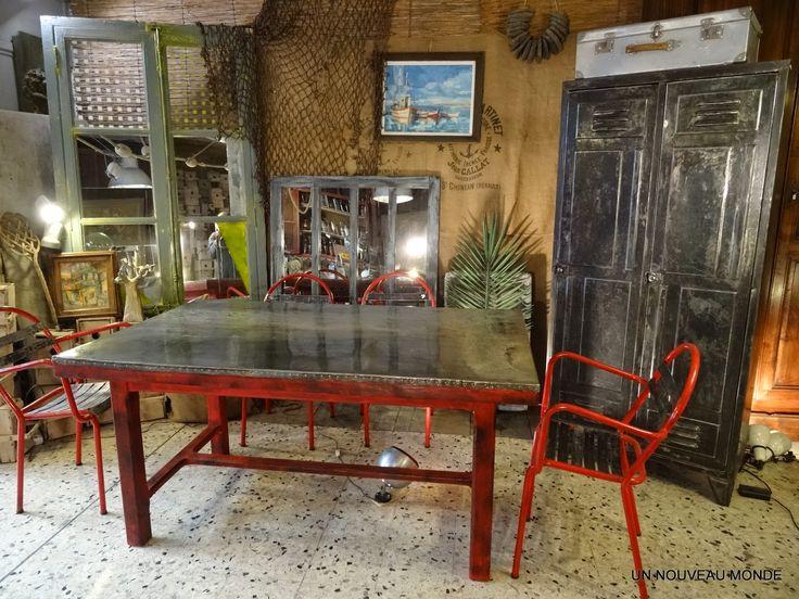 brocante d coration un nouveau monde table plateau zingu. Black Bedroom Furniture Sets. Home Design Ideas