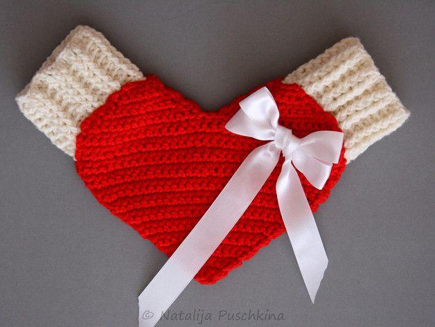 Häkelanleitung zum Valentinstag: Pärchenhandschuh für Verliebte / diy knitting instruction for valentine's day: a couple glove by Natalija via DaWanda.com