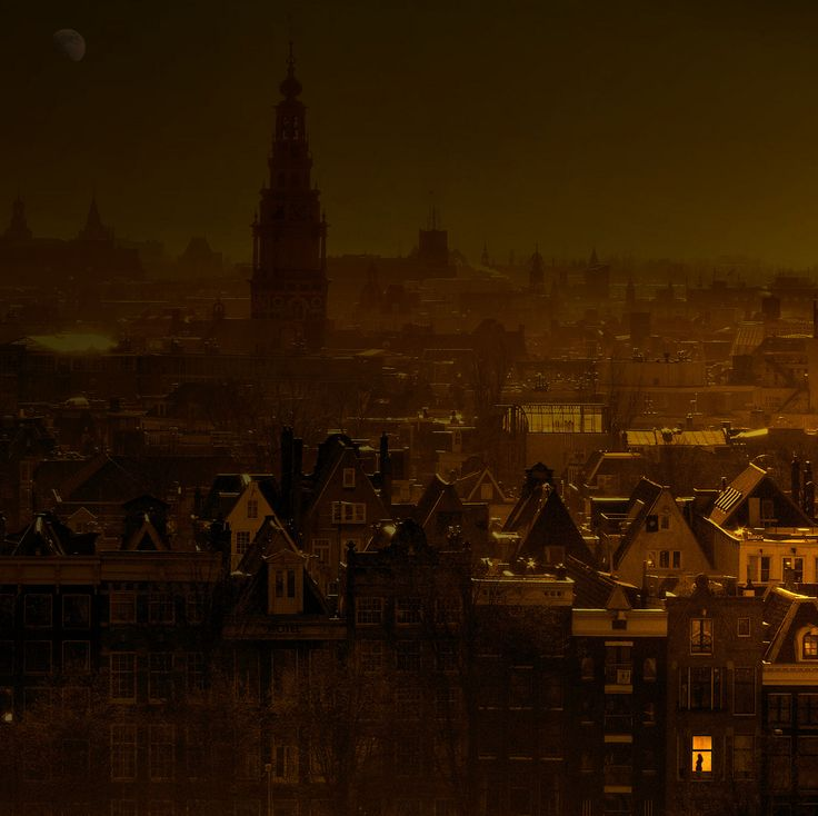 Total Lunar Eclipse in Amsterdam, Holland  by Ben  AMAZING! You should see it in hi-res!