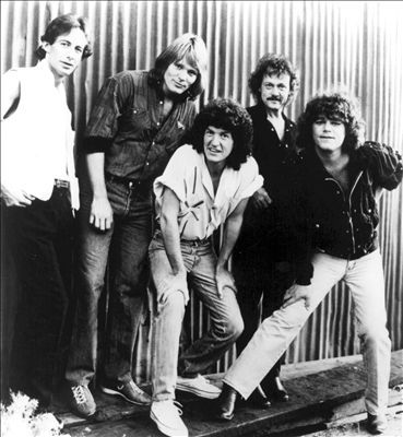 """~They performed """"Can't Fight this Feeling"""" and """"Roll With The Changes,"""" which featured members of the Beach Boys, the REO Speedwagon band members families, and Paul Shaffer on stage for backing vocals. Description from thegreat80s.com. I searched for this on bing.com/images"""