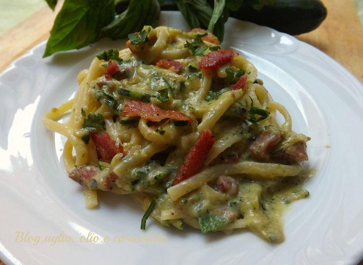 La Pasta con le Zucchine cremosa,è un primo piatto veramente gustoso!!A renderlo ancora piu' saporito,è la pancetta.