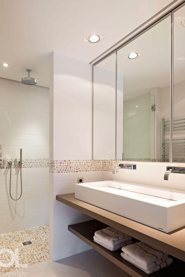 H&O Lempereur Intérieurs Les galets subliment votre salle de bain ! Découvrez toute notre gamme de galets sur : http://www.pierreetgalet.com/20-galets #salledebain #galets #vasque