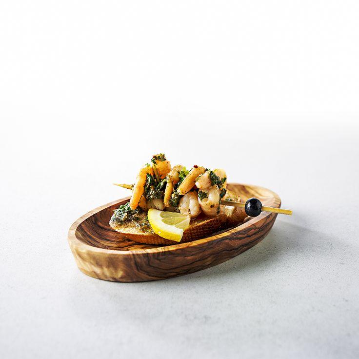 Tapas van garnalen met knoflook en citroen op een stokbroodje: Gámba ajo!