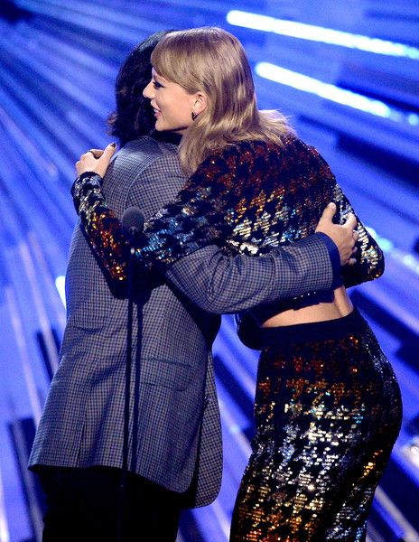 Taylor Swift Photos Photos - Director Joseph Kahn (L) and recording artist Taylor Swift accept the Best Female Video award for 'Blank Space'  onstage during the 2015 MTV Video Music Awards at Microsoft Theater on August 30, 2015 in Los Angeles, California. - 2015 MTV Video Music Awards - Show