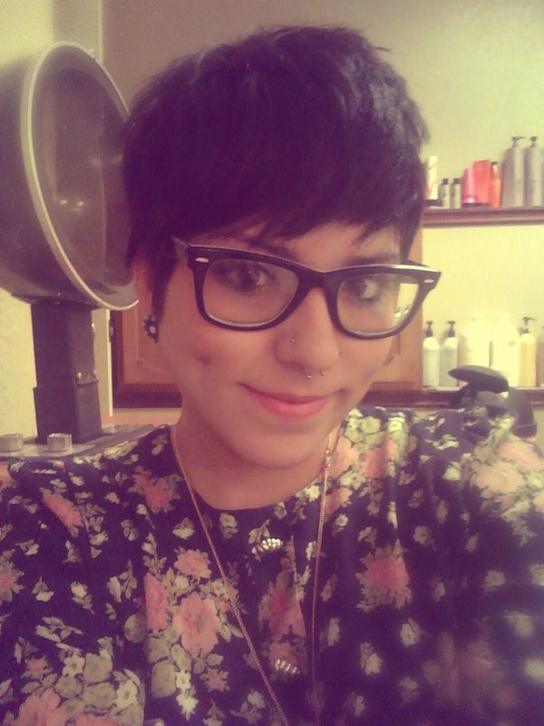 cute pixie cut and glasses. I love her style!