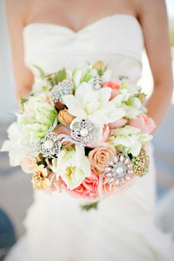 Bouquet de mariée avec des bijoux original
