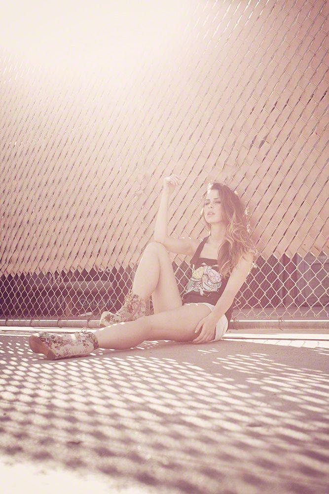 LENA MEYER-LANDRUT Freitag auf der Mattscheibe oder täglich glänzend auf GALLMO.com!! #lena #fotokunst http://www.gallmo.com/lena/194-lena-3.html