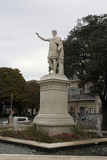 Statue d'Antonin le Pieux. Nîmes