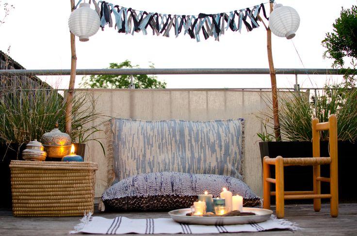 Genießt Ihr auch die Sommerabende auf dem Balkon? Ich habe mir ein neues Lieblingsplätzchen gestaltet mit selbst gemachten Bodenkissen zum rumlümmeln und lesen bis es dunkel wird. Ich bin zwar total von Mücken zerstochen, aber ich liebe das Outdo