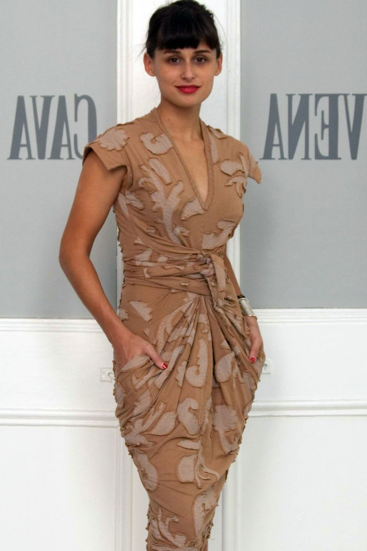 To make your own Vena Cava à la Alabama Chanin negative reverse applique dress: