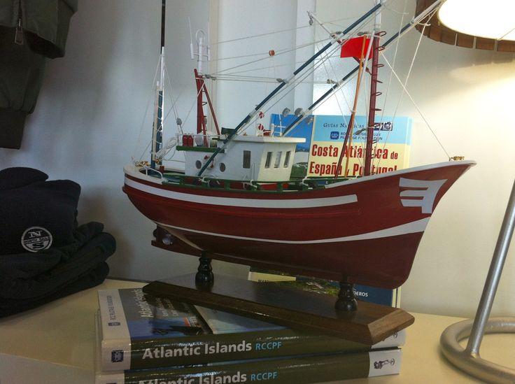 Maqueta #barco de #pesca tradicional. Hay mas modelos, colores y tamaños donde elegir.