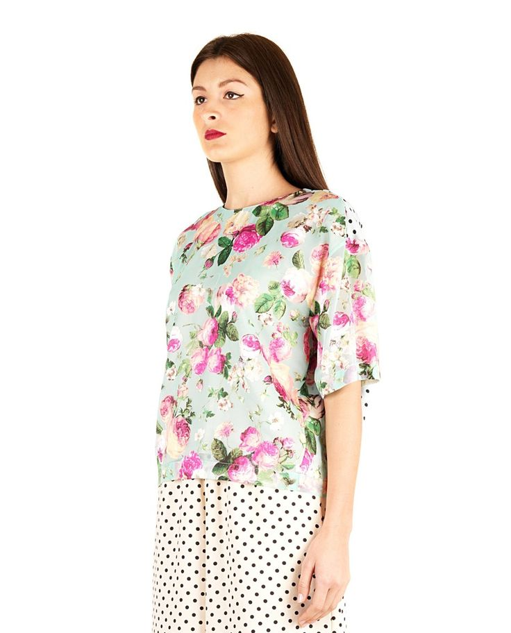 ANTONIO MARRAS BLOUSE € 490.00 Blouse multicolor round neckline short sleeves Printing flowers in front polka dots on the back back closure with button 50% PL 50% VI Lining: 50% PL 50% VI