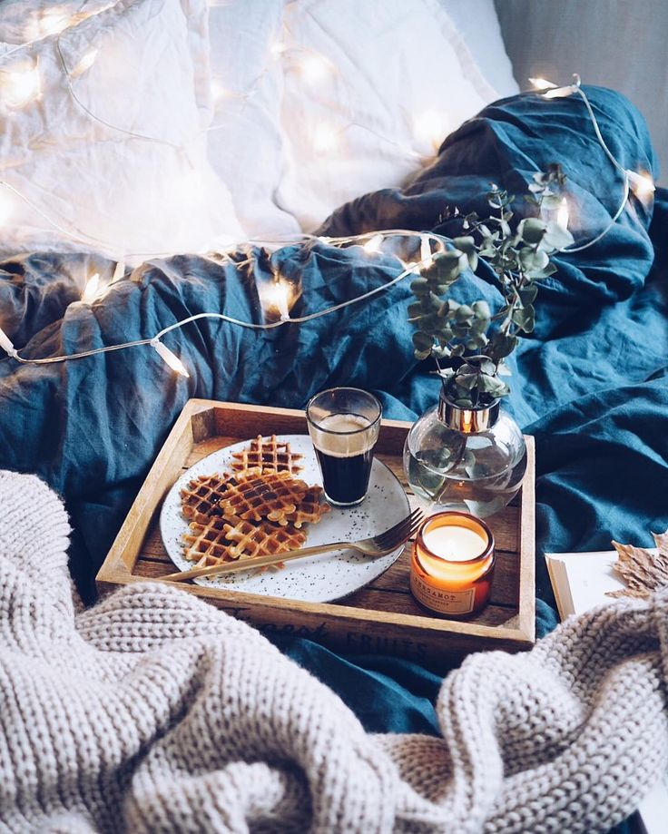 Cozy bedroom fairylights decor // flatlay photography instagram ideas inspiration Tumblr hipsters room