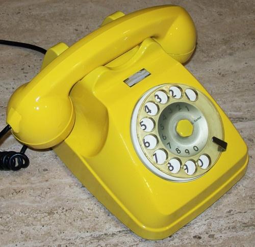 VECCHIO TELEFONO a DISCO GIALLO