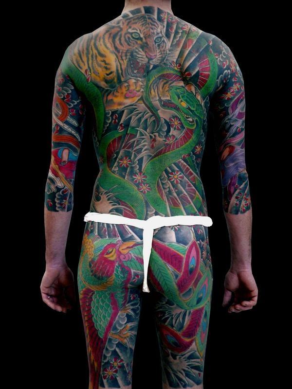 (tatuaggio giapponese schiena tigre, serpente, fenice, 2004/2006) Capturing rainbows.