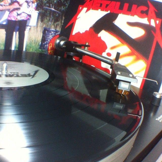 Noche de trabajo con los cabros de #metallica y el Kill em all #vinyl