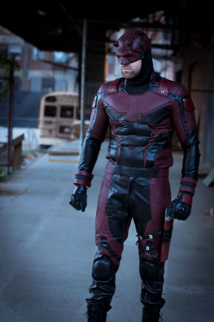 My buddy finally got around to a photoshoot in his Daredevil costume. These shots could be promos for the show! (xpost r/cosplay)
