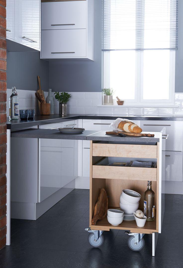 Plussa-kaappiin saa asennettua vetolaatikoita, jotka ovat kätevästi käytettävissä työtilan kanssa. | Petra-keittiöt | #size0kitchen
