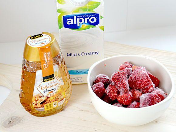 Gezond aardbeien yoghurtijs - My Simply Special