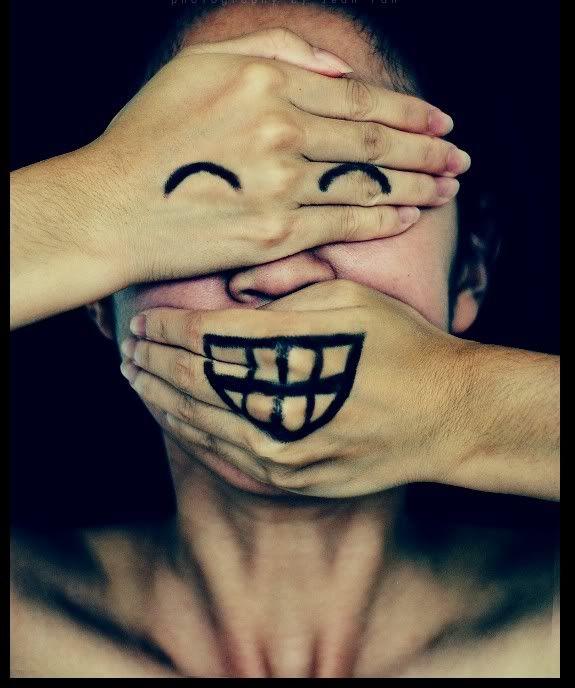 """""""Quando si ride ci si lascia andare, si è nudi, ci si scopre.   Quando uno ride, vedi un po' la sua anima. E poi quando si ride ci si muove, ci si scuote, come un albero, e si lascia per terra le cose che gli altri possono vedere e magari cogliere.  Gli avari e coloro che non hanno niente da offrire, infatti, non ridono.""""  (Roberto Benigni)"""