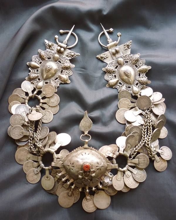 This splendid piece from the Rif region in Morocco has always been one of my favourites among the many pieces of ethnic adornment which Sarah Corbett has posted. It is currently one of many illustrations in her article on the fibula which has just appeared in *Ethnic Jewels Magazine*. See link http://ethnicjewelsmagazine.com/the-fibula-by-sarah-corbett/.
