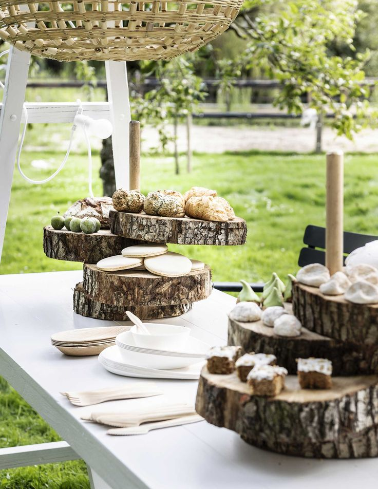 DIY serving plate made of tree stump | DIY boometagère | Photography Sjoerd…