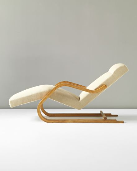 ALVAR AALTO Cantilevered chaise longue, model no. 43, circa 1937. Laminated-birch plywood, birch, fabric. 77.5 x 62 x 164 cm Manufactured by Oy Huonekalu- ja Rakennustyötehdas Ab, Turku, for Artek, Finland.