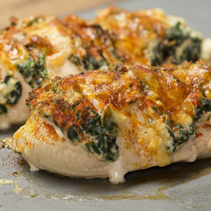 Here's another yummy recipe from our sponsor, SimplyKeto! All you Keto Lovers, try this Hasselback Chicken tonight for dinner and tell us how much you love it! Poulet Hasselback, Hasselback Chicken Tasty, Chicken 21 Day Fix, Spinach Ricotta, Baby Spinach, Spinach Stuffed Chicken, Mozzarella Chicken, Breast Recipe, Baked Chicken Recipes