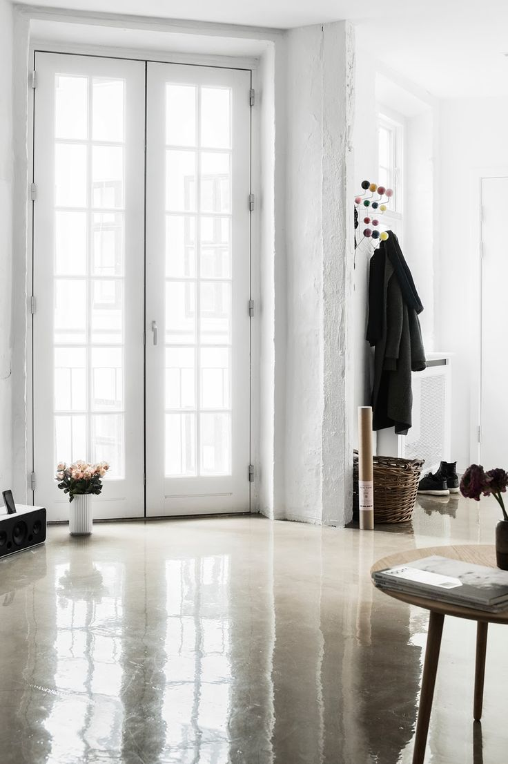 A stunning Copenhagen home with a shiny touch. Vitra Hang it all / polished concrete.