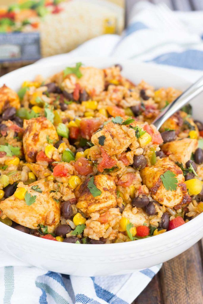 These Southwest Chicken and Rice bowls are packed with flavor and perfect for weeknight meals. Filled with tender chicken, brown rice, bell peppers, corn, black beans, and a mixture of spices, this zesty dish is simple to prep are and ready in no time! /successrice/ #Back2SchoolSuccess #ad