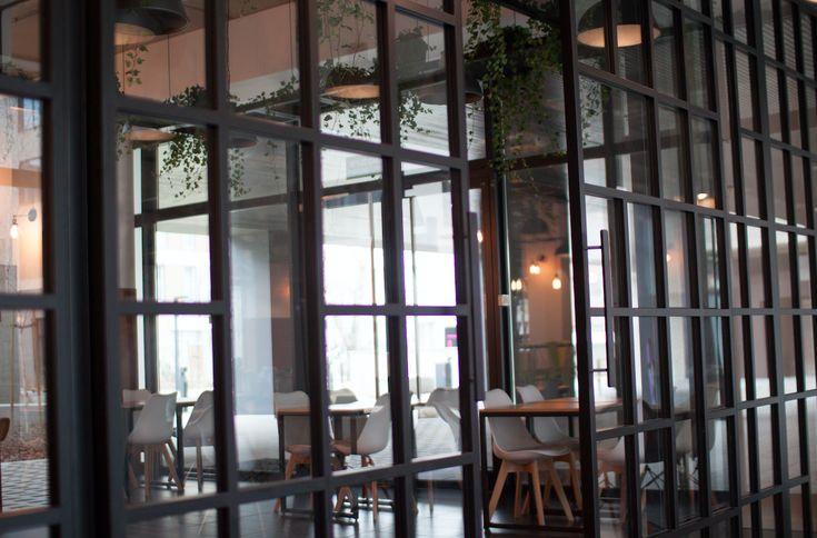 Ścianki szklane Wrocław. Sprawdź ścianki i ściany przesuwne szklane oferowane przez Icon Concept. Zapraszamy do kontaktu i zakupu ścianek szklanych!