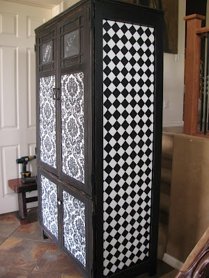 you can do that checkerboard paint by duct-taping the the criss-cross pattern & just painting all over it. nice. :)