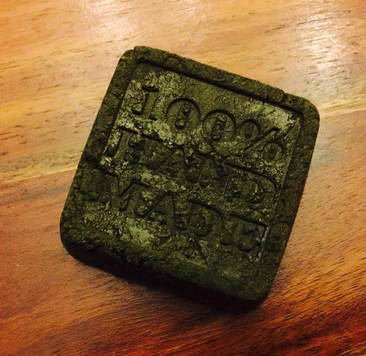 SHAMPOING SOLIDE CHEVEUX GRAS 50g de SCI - 10g de Rhassoul  - 10g de poudre d'ortie - 5g de poudre de Neem - 8mL d'HV de jojoba - 2mL d'huile de ricin - 1 càc de miel - 5mL d'hydrolat de Tea Tree - 5mL d'hydrolat de Romarin - 20 gouttes d'HE (5 citron / 5 tea tree / 5 laurier noble / 5 romarin à cinéole