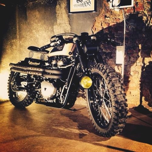 combustible-contraptions:  Triumph 900 Brat Tracker | Scrambler | Fork Light | Belly Plate | Spring Seat