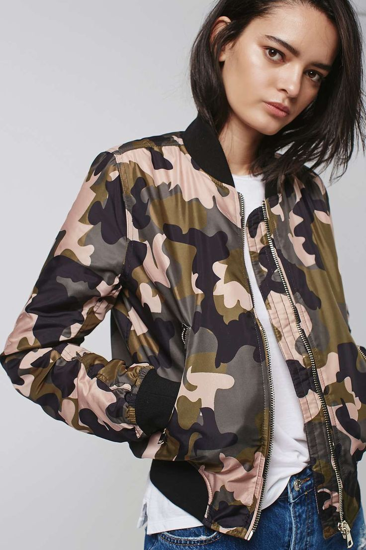 Take the utilitarian look to the next level with the camouflage print bomber jacket. Complete with authentic MA1 details, ribbed trims and contrasting pink details.