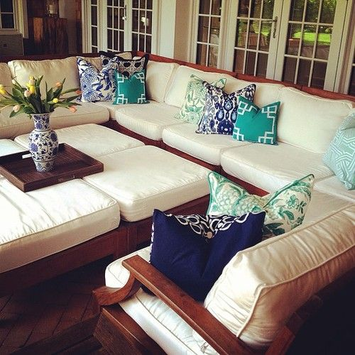 love this patio seating area