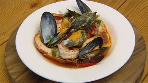 Local Seafood Stew http://masterchefrecipe.net/local-seafood-stew/