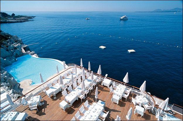 Cele mai frumoase 10 priveliști de care te poți bucura dintr-o… piscină!   Blog viaRomania