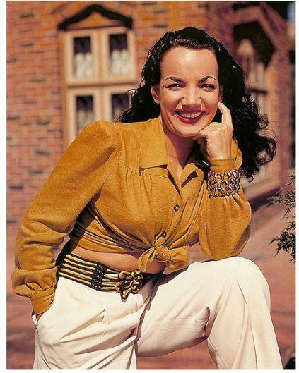 Carmen Miranda, Hollywood, 1945. Veja também: http://semioticas1.blogspot.com.br/2011/09/janelas-indiscretas.html