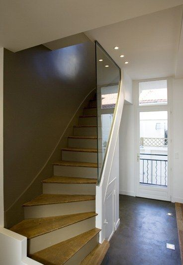 Escalier après : Photo d'un escalier après rénovation - Rénovation maison: Rénovation d'une maison en Île-de-France