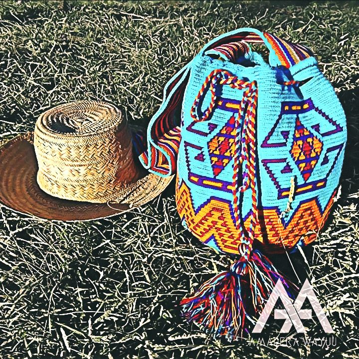 18 отметок «Нравится», 2 комментариев — AMADERA WAYUU (@amadera.wayuu) в Instagram: «#amaderawayuu #wayuunaiki #mochila #artesania #guajira #barranquilla #santamarta #cartagena #cali…»