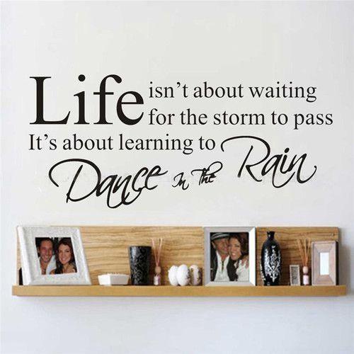 Het leven gaat niet over wachten tot de storm voorbij is. Het gaat over leren dansen in de regen.