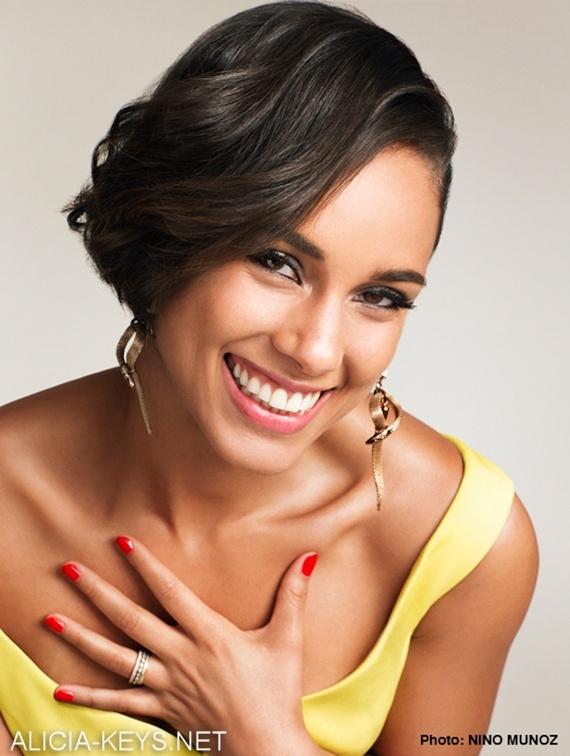 actress alicia keys smiles - photo #1