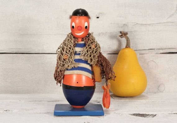 Vintage sailor doll - Sailor wood figurine - Sailor with fish and network - Figurine Sailor - Wooden figurine sailor - Beach decor
