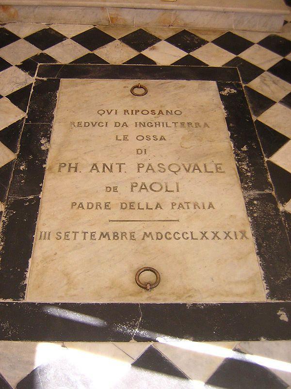 Pierre tombale de Pascal Paoli dans la chapelle érigée au sein de sa maison natale. L'inscription est en italien, langue officielle de la Corse indépendante et toujours en usage dans les actes d'État-Civil en Corse jusqu'en 1859.