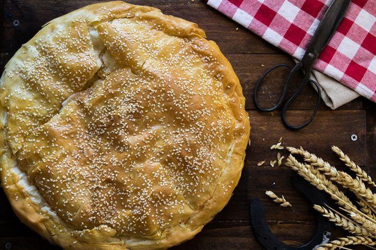 Πήρα τον παππού να μου δώσει την συνταγή, τρία υλικά, μου λέει, είναι όλη η πίτα, μη την κάνεις μοντέρνα και έγινε η τραχανόπιτα!